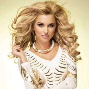 peluca larga ondulada de tul frontal rubio dorado. Una peluca muy solicitada, elegante sexy y que siempre queda bien, peluca ajustable gracias a unas cintas