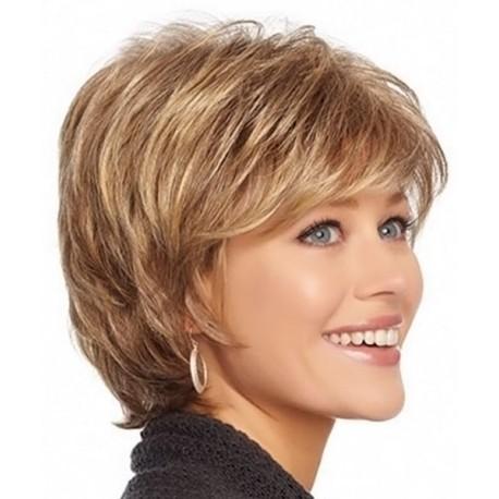 peluca piel sintetica, peluca de fibra color rubio oscuro, inclinada hacia un costado sin tapa. Ajustable