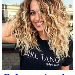 peluca indetectable rubia natural. Una peluca muy elegante, peluca con mechas con castaño, queda muy bonita esta peluca es un modelo muy solicitado, tiene un cabello sedoso, rizado y es muy cómoda de llevar