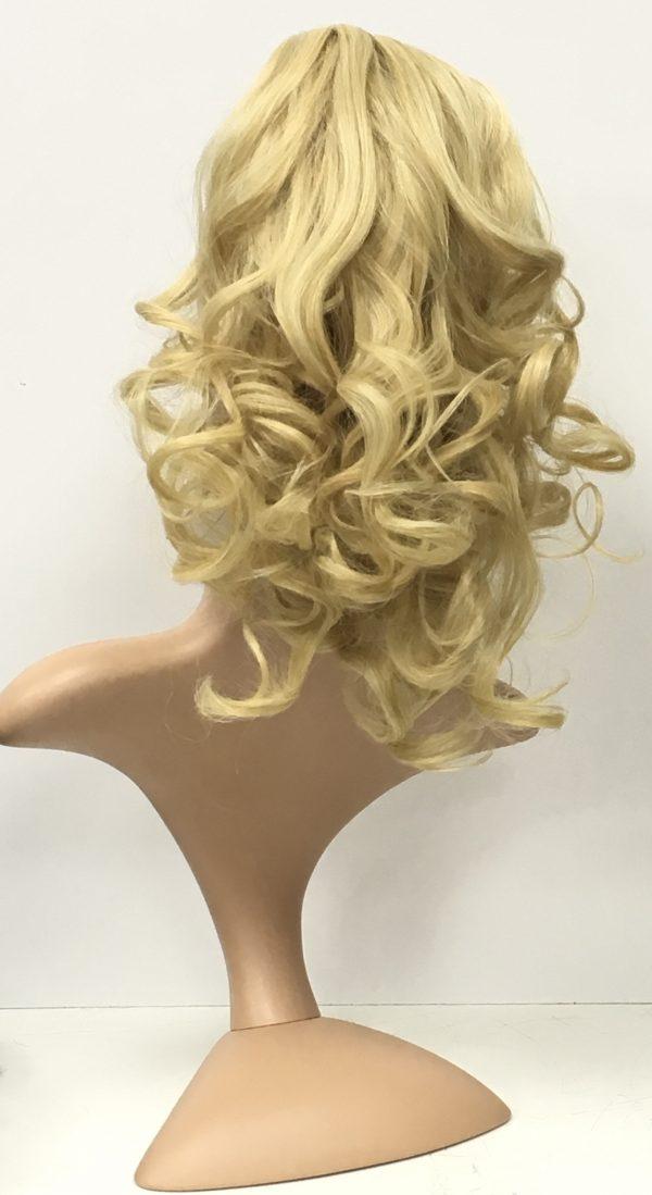 Coletero de pelo resistente al calor. Coletero de cabello ondulado 45 cm. sistema de pinza que se agarra a tu cabello . Cuando previamente te has recogido el pelo en una cola de caballo. Es de tacto sedoso
