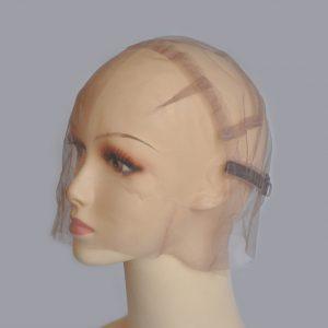 casco para fabricar pelucas encaje completoc. Pelucas fabrica pelucas. Armadura para la fabricación de pelucas con encaje suizo, rodeando todo el casco para monofilamento, cosido a mano pelo a pelo, con lo que puede hacerse cola de caballo y parecerá que el nacimiento del cabello fuera tu propio cabello disponible en tamaño S/M/L. Lleva incorporadas cintas elásticas ajustables.