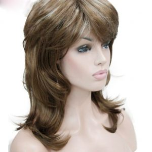peluca mechas marron rubia, peluca a capas, peluca que resiste el calor hasta 130º es de color castaño claro con mechas, media melena con flequillo y volumen, peluca de fibra de colágeno color castaño con mechas rubias