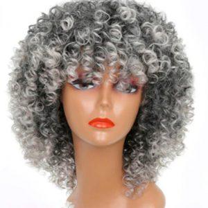 Pelucas oncologicas rizadas afro. Pelucas de gran calidad, tacto suave y un rizo muy cerrado estilo afro. La peluca se ajusta a cualquier tamaño de cabeza, Dispone de unas cintas elásticas en el casco de la peluca que hace que se ajuste y la peluca no se mueva.