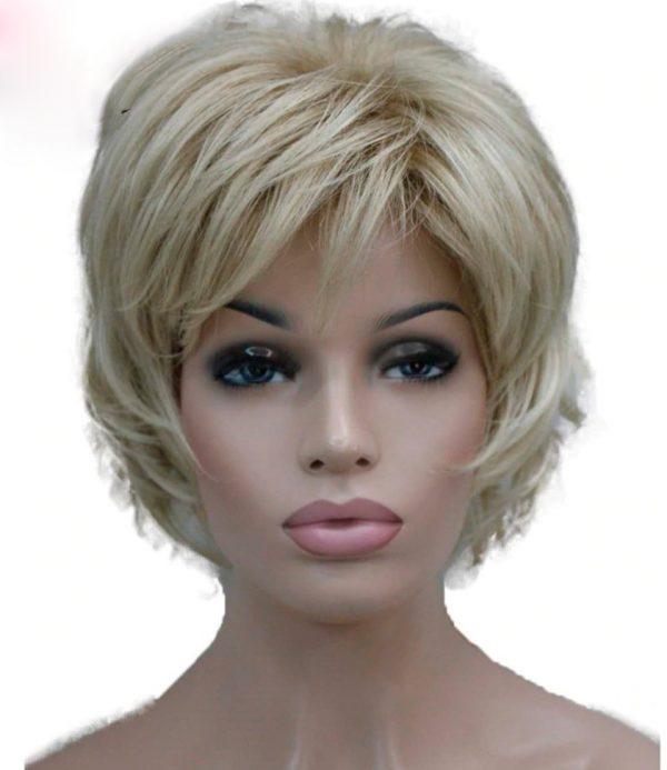 peluca elegante oncologica rubia. Peluca resistente al calor, de fibra parecida al cabello natural. no se enreda, es suave al tacto y está disponible en varios colores.