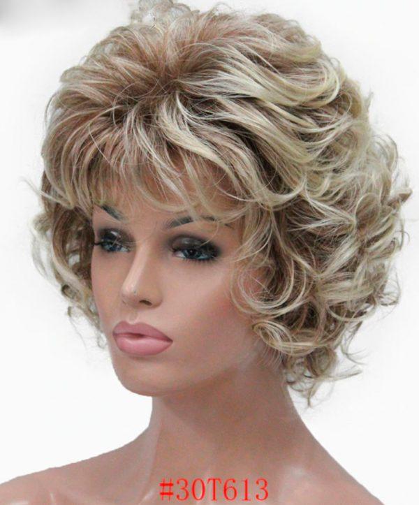 peluca rizada rubia indetectable. Esta peluca además de ser muy elegante se ve muy natural. Pelucas rizadas cortas elegantes. Puede elegir el color que mas vaya con su cutis. Es una peluca que le hará verse más bella y atractiva con mucha clase.