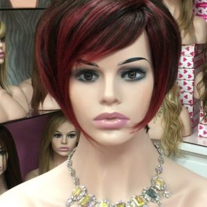 Elegante peluca natural con mechas