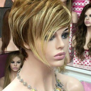 peluca modelo realista natural