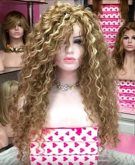 peluca para espectaculos michelle. Preciosa peluca larga rizada de sintetizado de colágeno, muy parecido al cabello humano. Resistente al calor