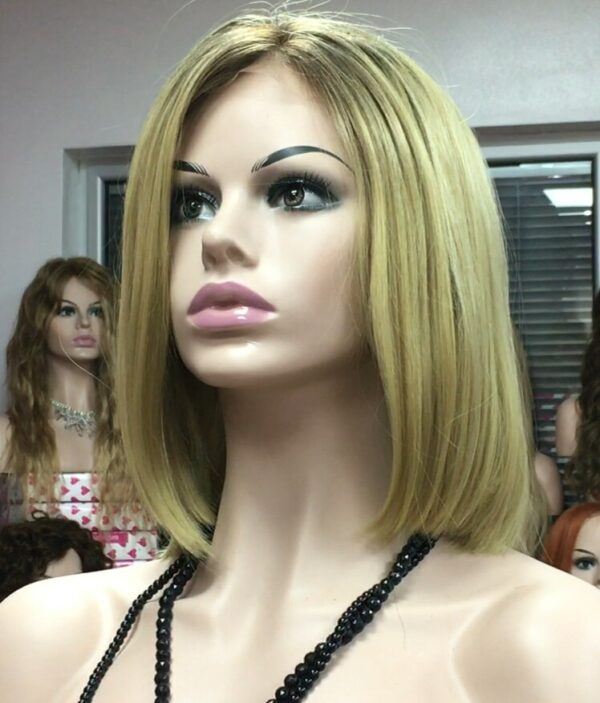 peluca rubia frente encaje