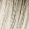 Rubio beige claro, rubio miel medio y rubio platino se mezclan con raíces oscuras