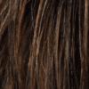 Mezcla de marrón medio, marrón claro y castaño claro y raíces oscuras