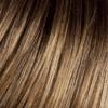 Base marrón claro con reflejos sutiles de rubio miel claro y rubio caramelo claro y raíces oscuras