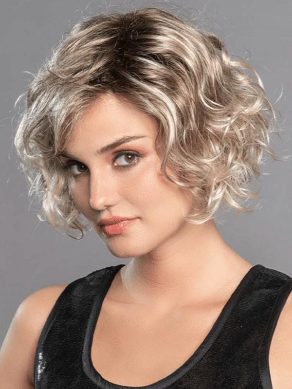 Pelucas oncológicas máxima calidad. La peluca Movie Star de Ellen Wille es un hermoso estilo bob corto ondulado. es un look sofisticado que llamará la atención. Este estilo ofrece impresionantes rizos.