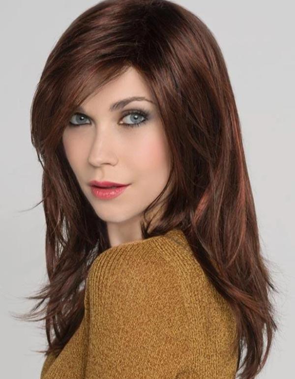 Peluca Vogue con monofilamento. La peluca está peinada y lista para usar. Su apariencia es muy natural y semejante al cabello humano.